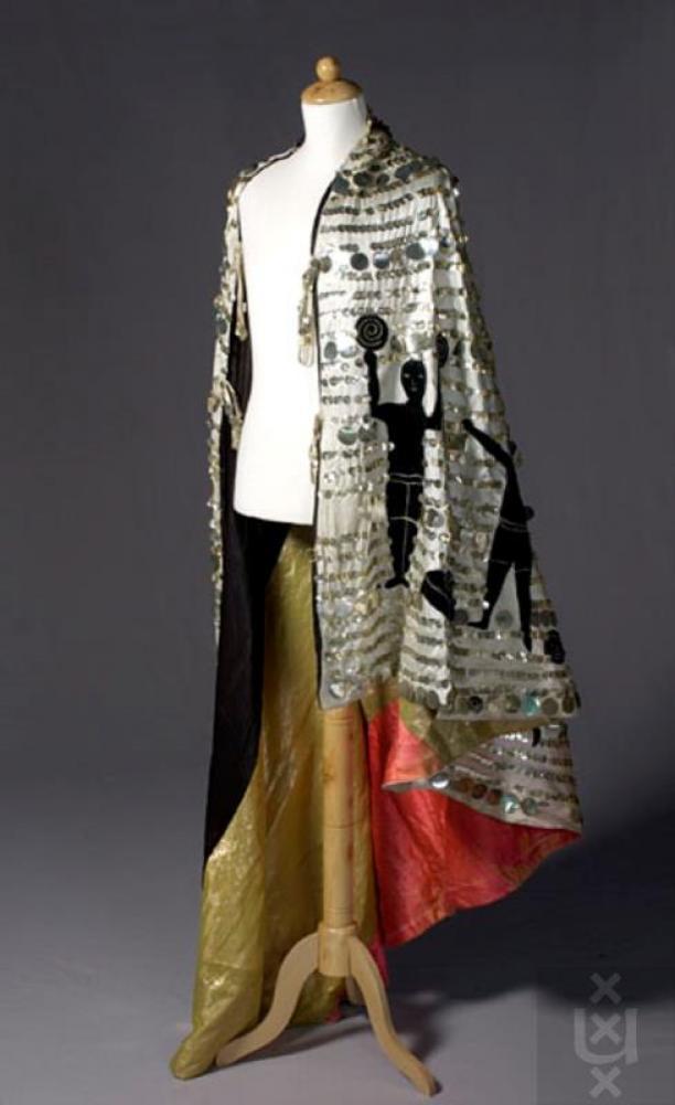 Cape uit de Henri Ter Hall Revue, 1920 (Collectie Theatercollectie Bijzondere Collecties UvA (stichting TiN) kk00198.000)
