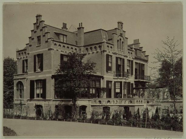 Afb. 2: H.J. Tollens, Villa Soekasari gezien vanaf Merwesteinpark, 1901. Regionaal Archief Dordrecht