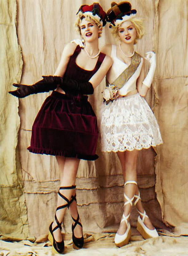 Vivienne Westwood, Mini Crini Collection, 1985. (Bron: fashionpearlsofwisdom.co.uk.)